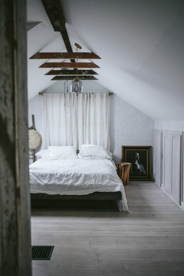 Décor do dia: quarto de casal pequeno em tons neutros (Foto: West Elm/Divulgação)