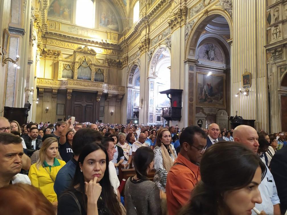 Basílica em Roma ficou cheia na manhã desta segunda-feira — Foto: Maiana Belo/G1 Bahia