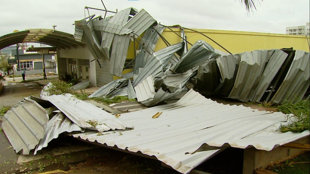 Temporal causa estragos em Pirassununga — Foto: Ely Venâncio/EPTV