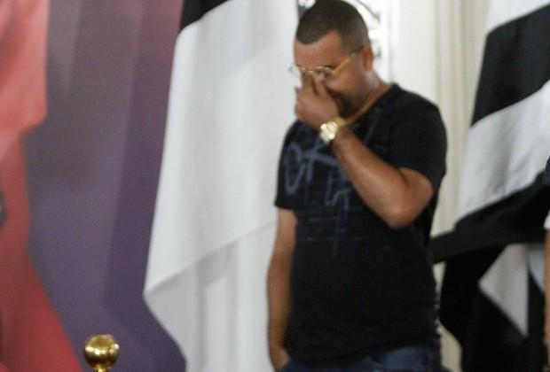 Dudu Nobre se emociona no velório de Beth Carvalho (Foto: Marcos Ferreira / Brazil News)