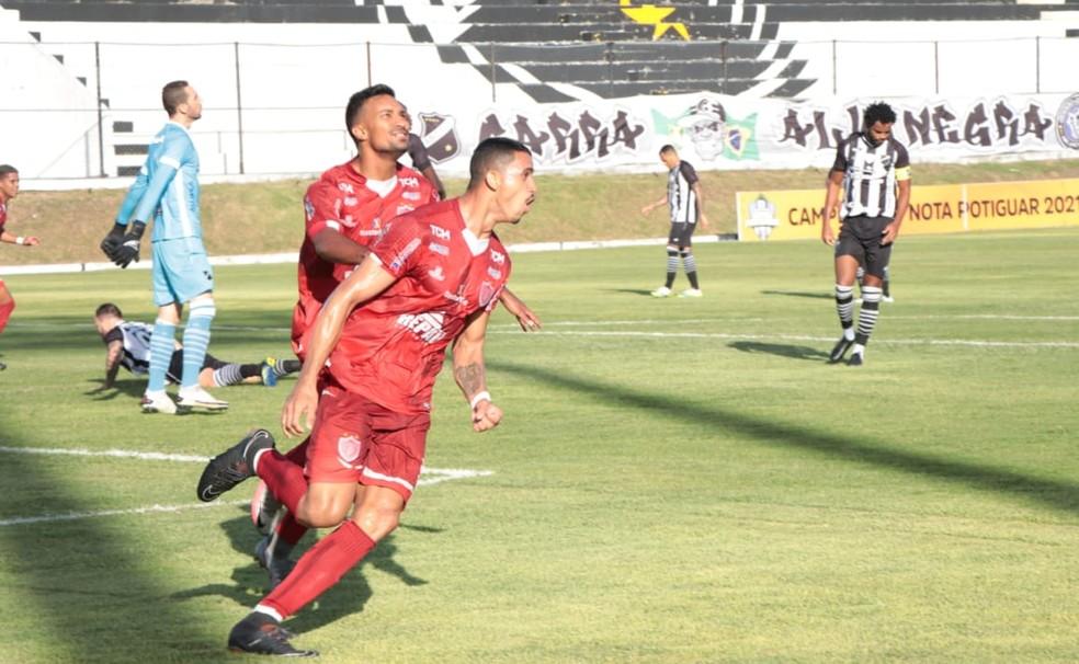 Madson marca duas vezes em vitória sobre o ABC — Foto: Léo Moura/ACDP