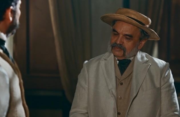 Na quarta-feira (29), Eudoro (José Dumont) discutirá com Pilar e sentirá uma forte dor no peito (Foto: TV Globo)