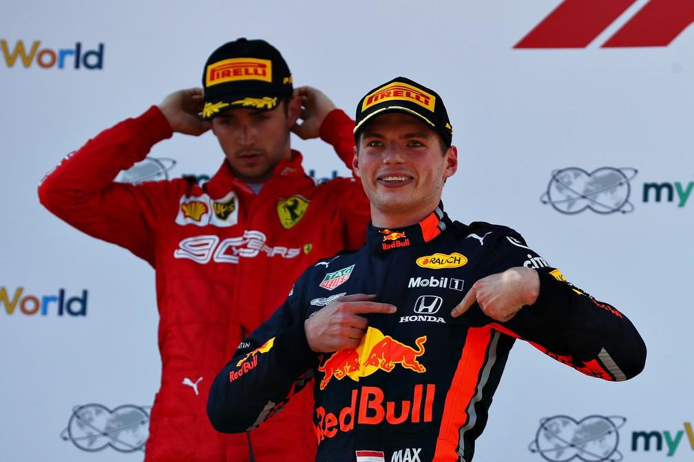 Max Verstappen e Charles Leclerc tiveram disputa acirada na Áustria — Foto: Getty Images