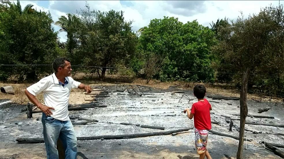 Roça do lavrador José da Cruz foi incendiada. (Foto: Reprodução/TV Mirante)