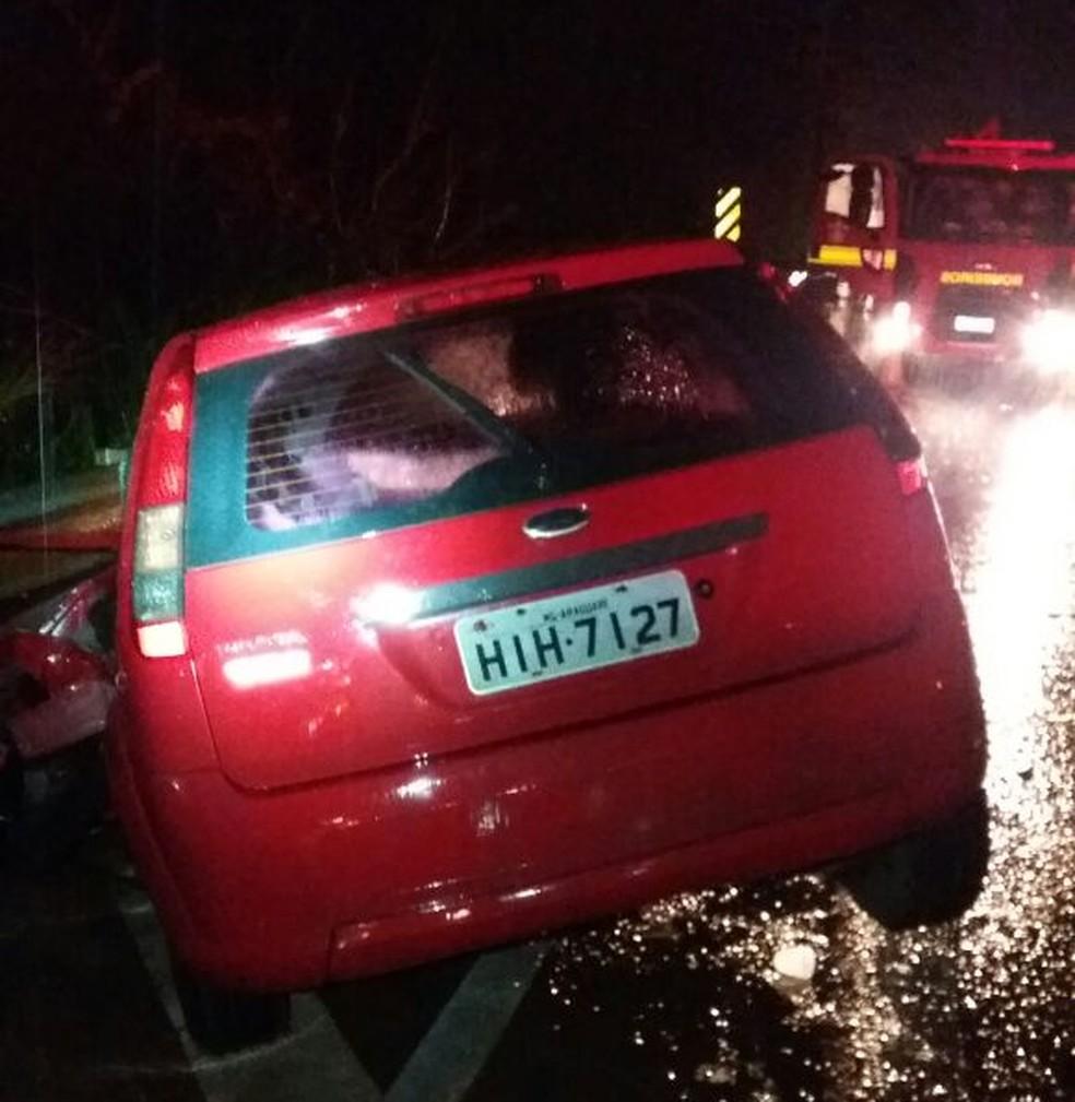 Carro teria entrado na contramão e colidido com caminhão, segundo a PRF (Foto: Divulgação/PRF-MA)