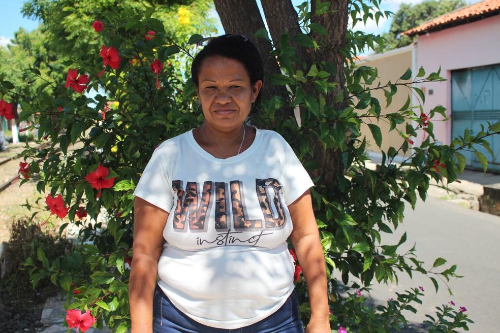 Maria do Socorro Dias, que tem 50 anos e mora há quase 20 na região. — Foto: Naftaly Nascimento / G1 PI