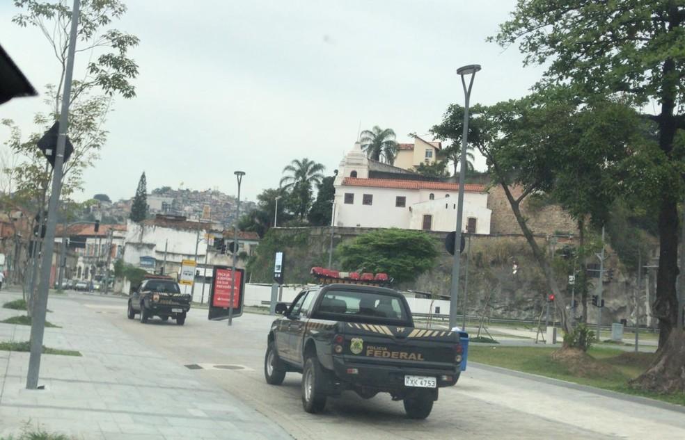 Polícia Federal cumpriu mandados de busca e apreensão em Padre Miguel, na Zona Oeste do Rio — Foto: Divulgação