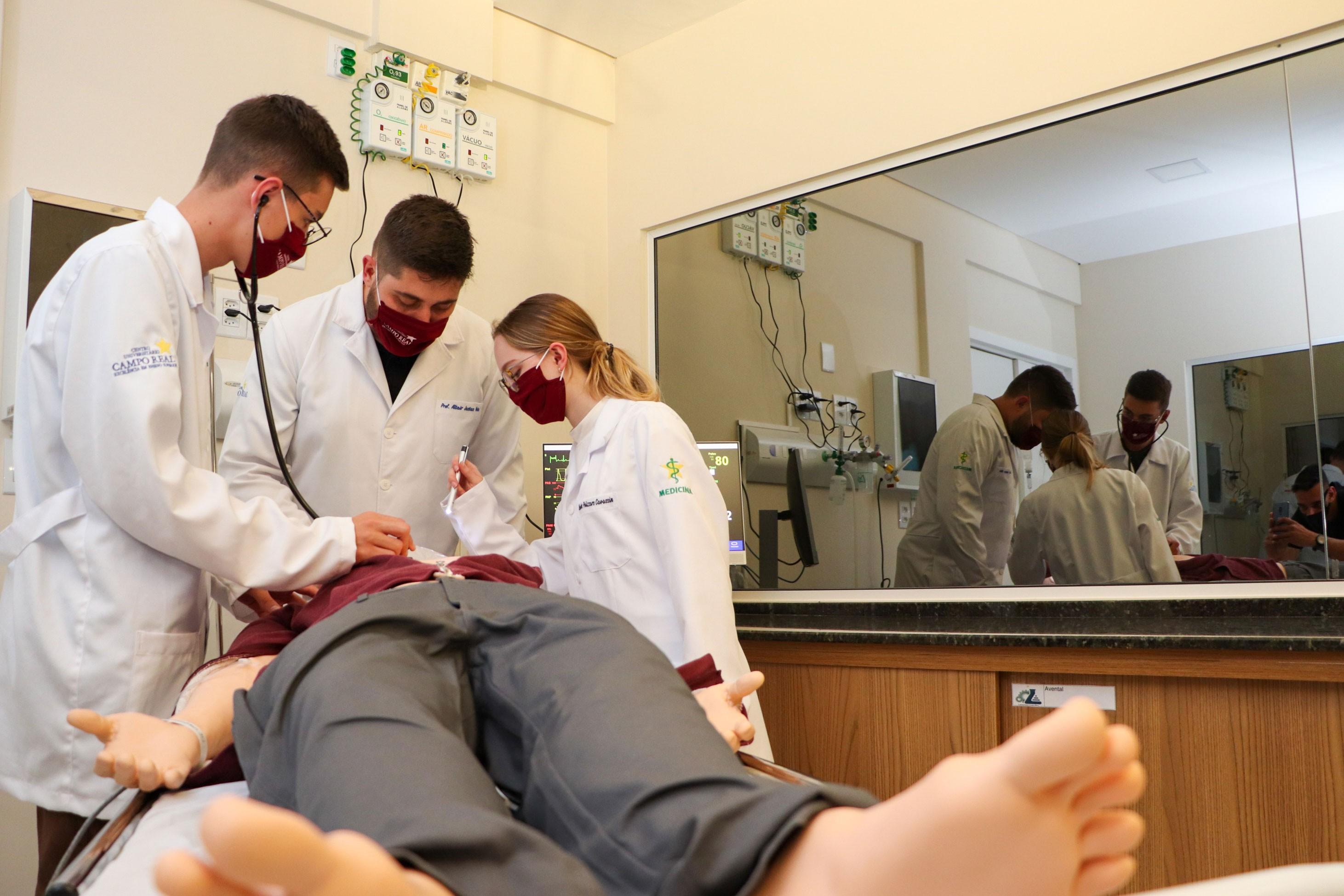 Acadêmicos têm formação em equipamentos que são exclusivos no Brasil