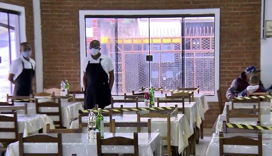 Pandemia do novo coronavírus muda rotina de restaurantes às margens da Fernão Dias