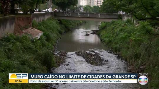 Muro caído no limite de cidades da Grande SP