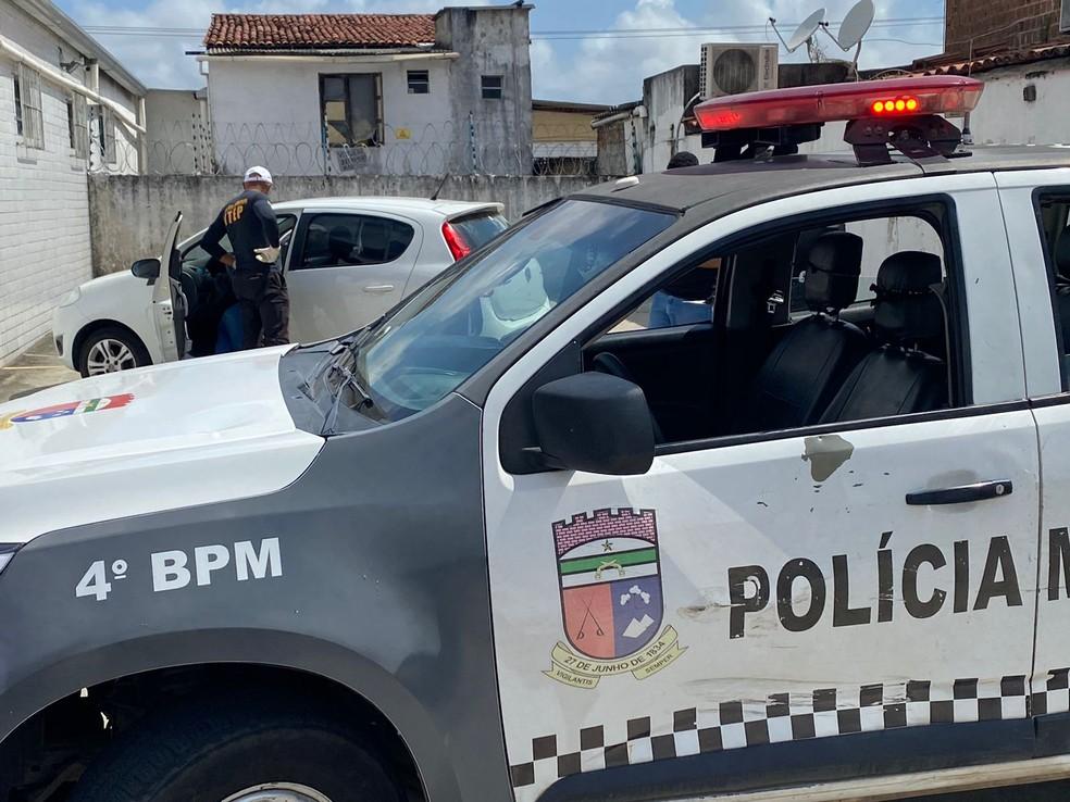 Mulher foi assassinada a tiros no estacionamento de farmácia na Zona Norte de Natal. — Foto: Kleber Teixeira/Inter TV Cabugi