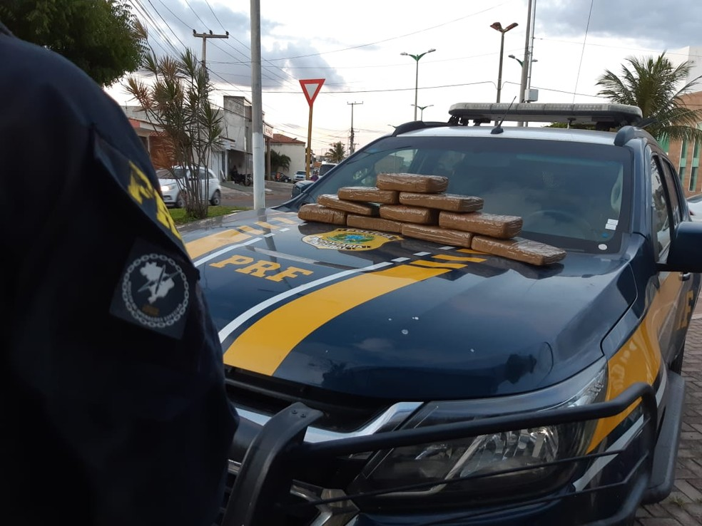 10,16 quilos da droga foram apreendidos pela PRF — Foto: Divulgação / PRF