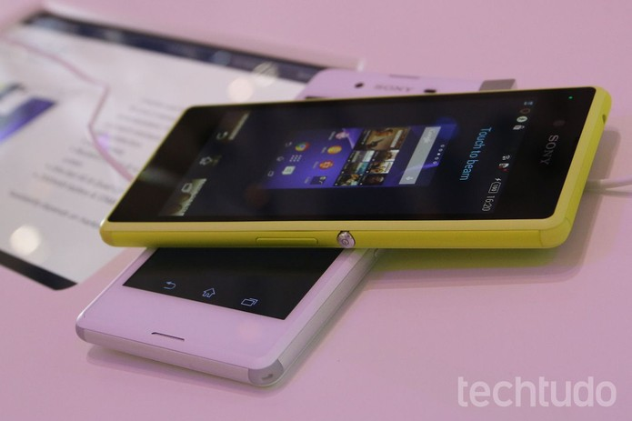 Tela do Xperia Z3 Compact não é Full HD, mas dá conta do recado (Foto: Fabricio Vitorino/TechTudo)
