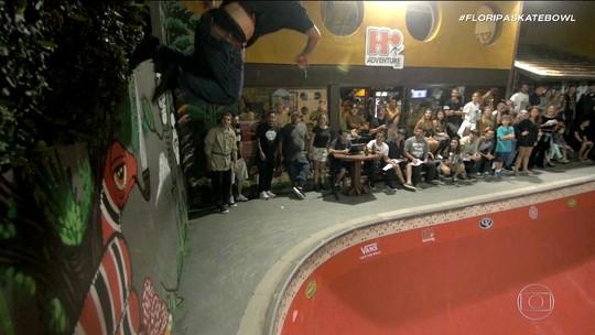 Com direito a chuva, Pedro Barros vence o Floripa Skate Bowl e dá show de manobras