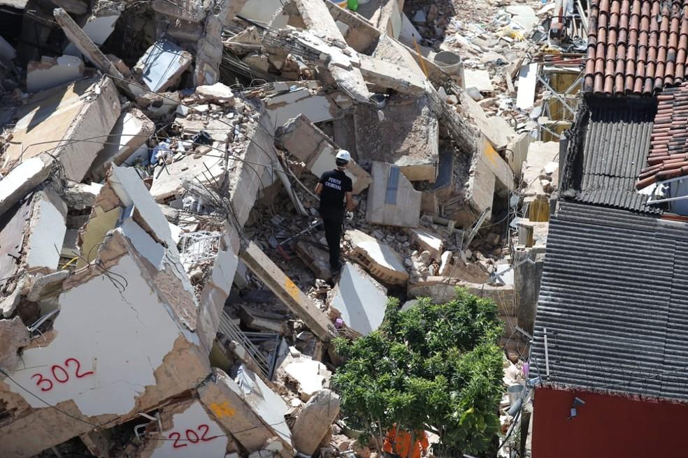 Sete pessoas morreram no desabamento do prédio em Fortaleza.  — Foto: Helene Santos/SVM