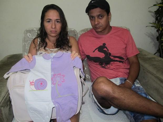 Sete meses após a morte da filha, Janif ainda não conseguiu desfazer a bolsa da maternidade (Foto: Janaína Carvalho / G1)