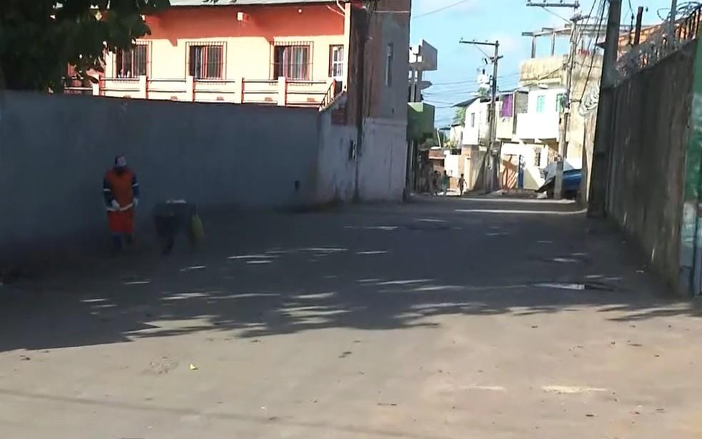 Homem foi morto na Rua Boca da Mata, em Valéria — Foto: Reprodução/TV Bahia