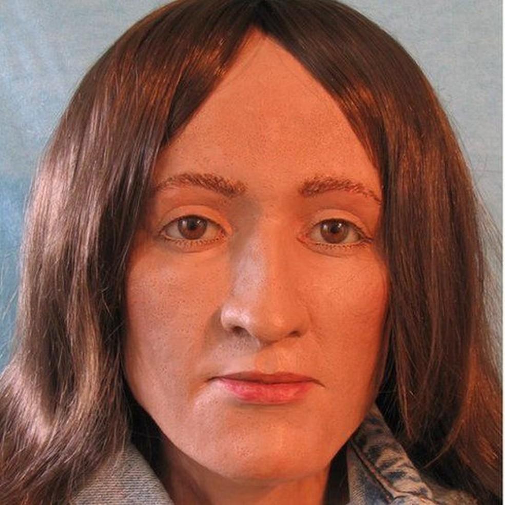 Com base no crânio de Grace, uma artista forense desenhou uma imagem de como ela poderia ter sido — Foto: BBC