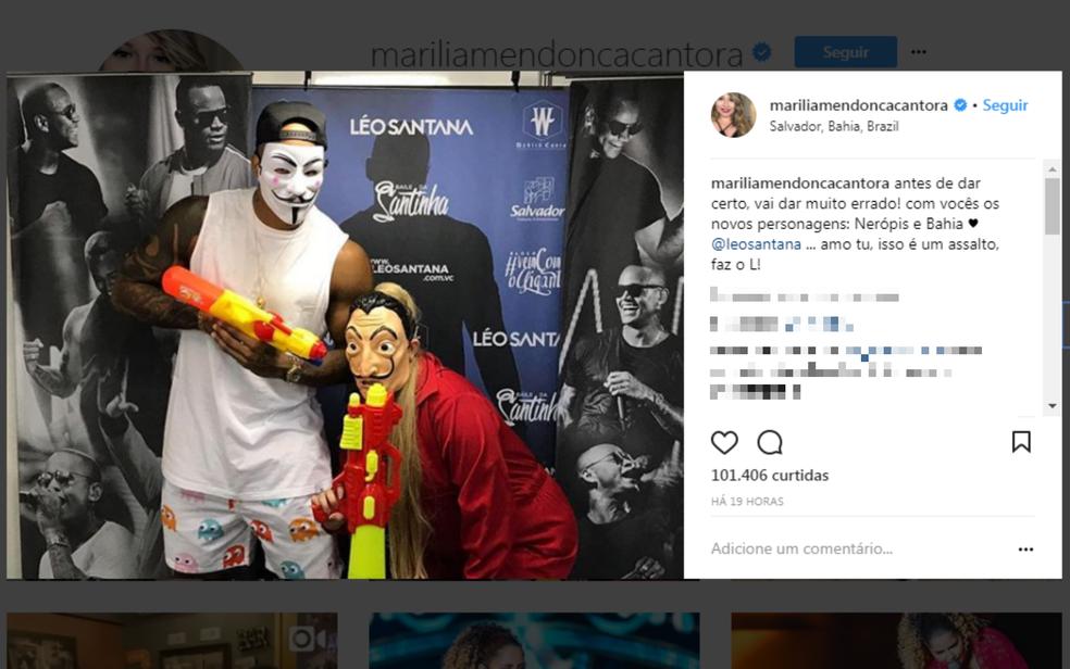 Fantasiada, a cantora curtiu Carnaval como foliã pipoca (Foto: Reprodução/Redes Sociais)