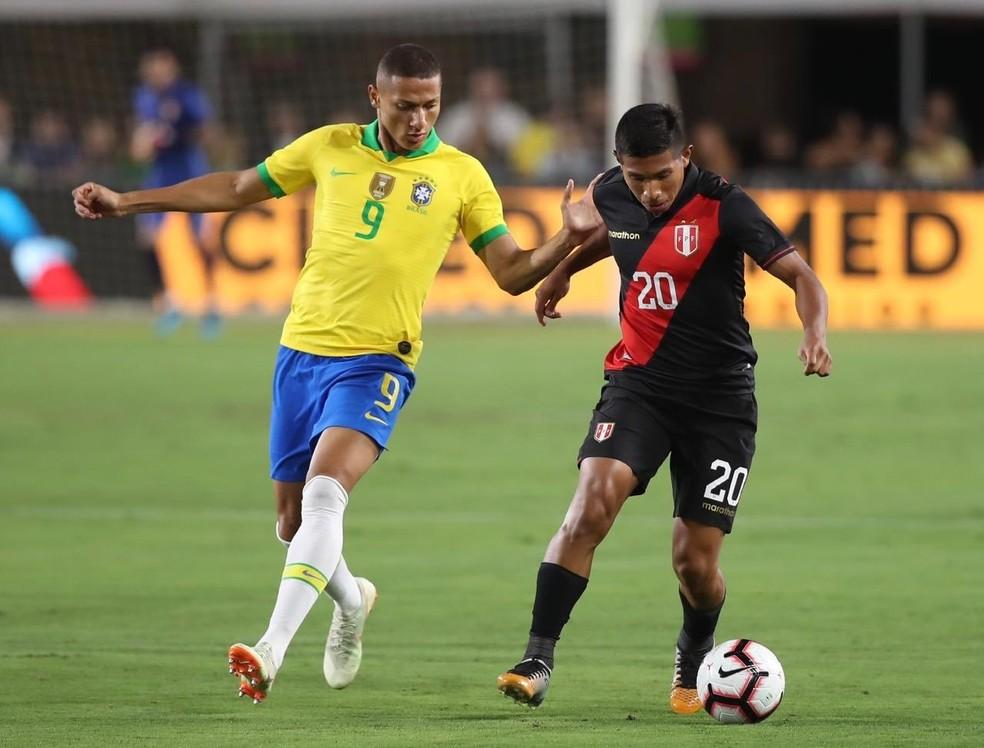 Richarlison em ação durante amistoso entre Brasil e Peru, em 2019 — Foto: Divulgação/APF