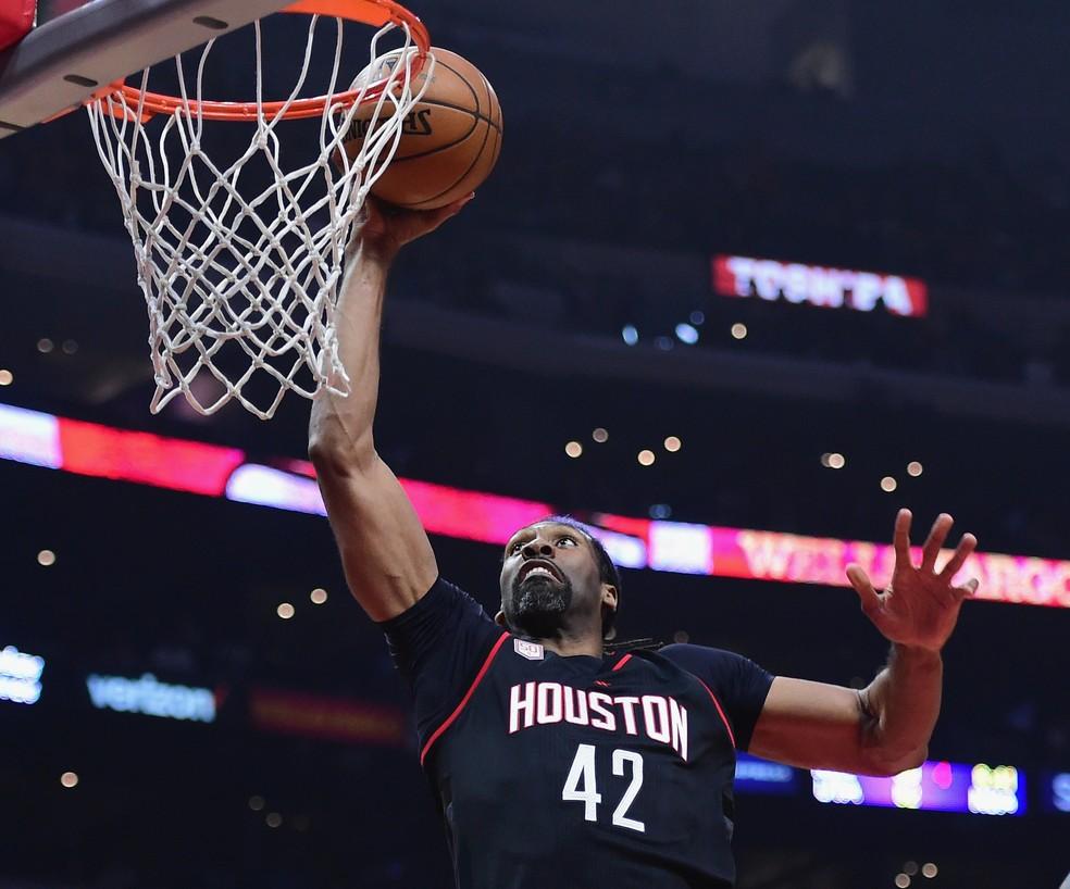 O pivô brasileiro Nenê Hilário em ação pelo Houston Rockets (Foto: Getty Images)