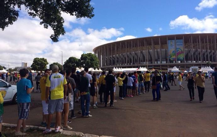 [COPA 2014] Mané Garrincha tem longas filas, e torcedores perdem início de partida