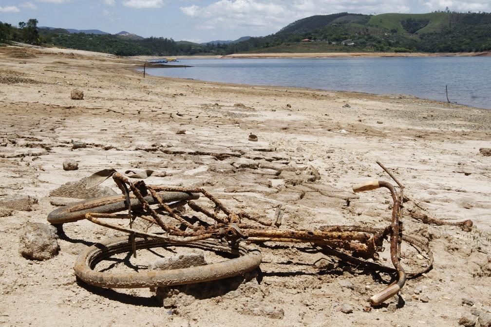 Estiagem de 2014 fez o Sistema Cantareira viver o seu pior momento na história: alerta sobre o uso consciente da água e respeito a essas fontes de vida — Foto: Adriano Rosa