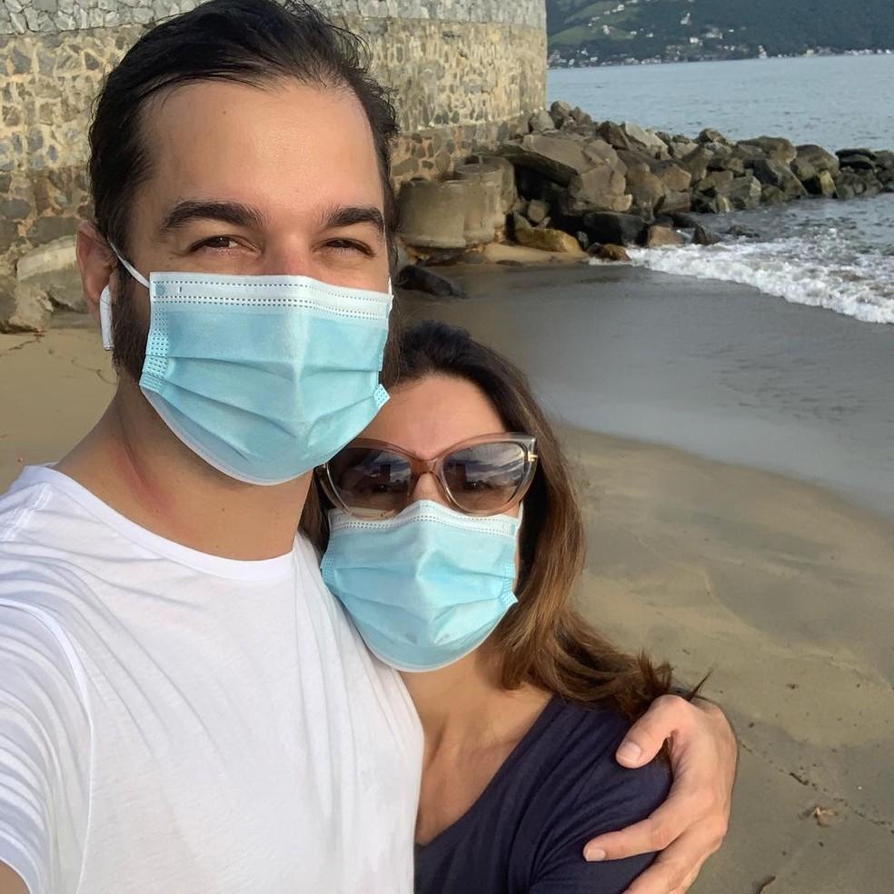 Fátima Bernardes passeia com o namorado, Túlio Gadêlha, enquanto se recupera de cirurgia — Foto: Reprodução/Instagram