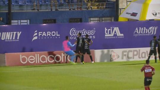"""Vitória do Tubarão tem """"Eu acredito"""", Belliato ovacionado e autor do gol em êxtase"""