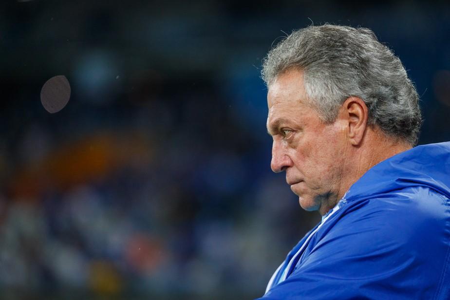 Abel Braga Deixa O Cruzeiro Apos Derrota Para O Csa Adilson Batista E O Novo Tecnico Cruzeiro Ge
