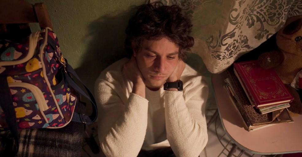 Danilo (Chay Suede) vai denunciar Thelma (Adriana Esteves) no último capítulo de 'Amor de Mãe' — Foto: Globo