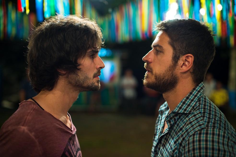 Ruy e Zeca têm suas vidas ligadas em 'A Força do Querer — Foto: Globo / Estevam Avellar
