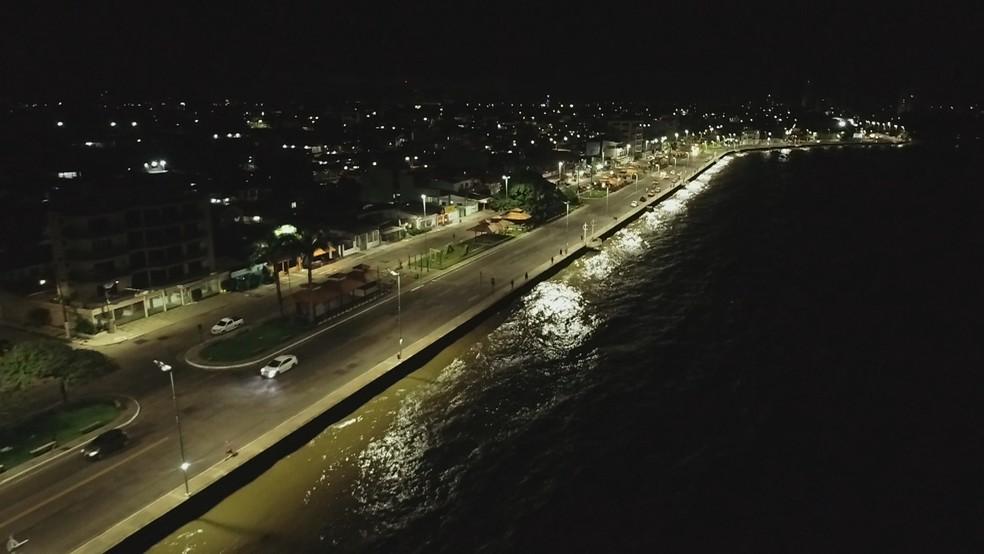 Imagem aérea da orla de Macapá, que segue com limitação no estacionamento — Foto: Rede Amazônica
