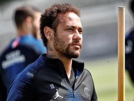 Perto de voltar a campo, Neymar exibe gol em treino do PSG (C. Gavelle/PSG)