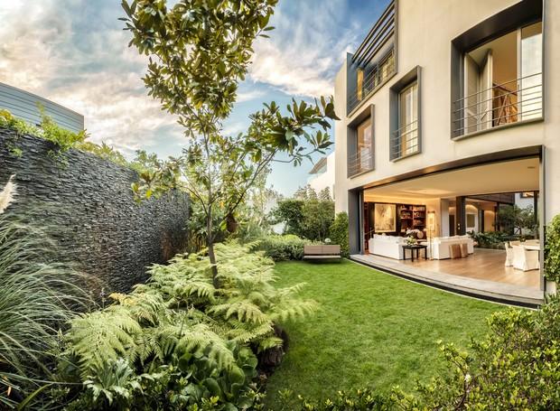 casa-de-pedra-e-madeira-cercada-por-natureza (Foto: Héctor Armando Herrera/ Reprodução)