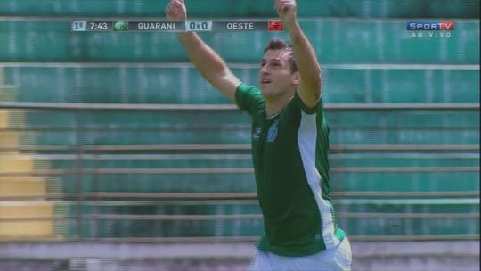 No reencontro com Vadão, Fumagalli tenta encerrar jejum de gols no Bugre