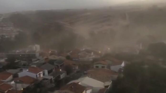 Tempestade de areia atinge bairros de Sorocaba; veja o vídeo   Sorocaba e  Jundiaí   G1