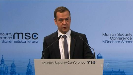 Premiê russo nega que bombardeios na Síria estejam matando civis