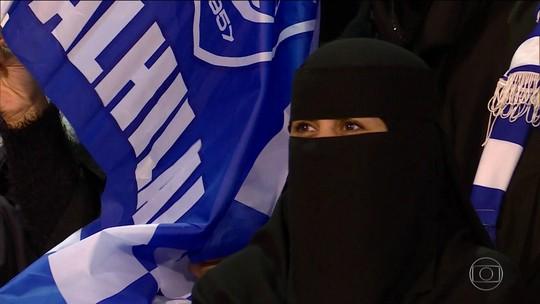 Governo da Arábia Saudita libera mulheres em estádios de futebol