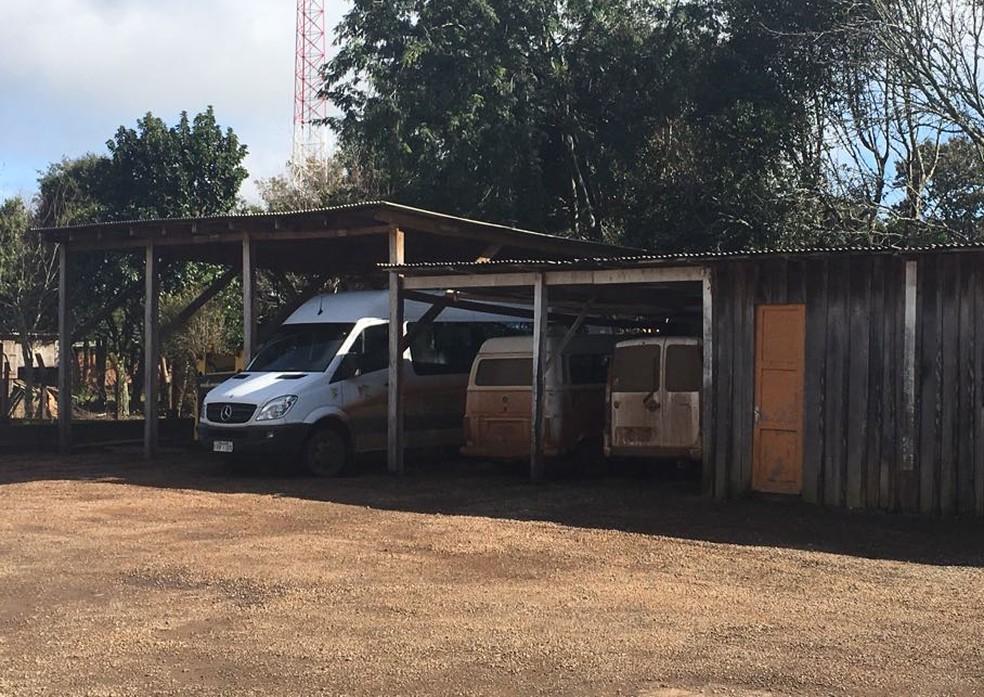 Corpo do prefeito foi encontrado na garagem da prefeitura (Foto: Francieli Alonso/RBS TV)