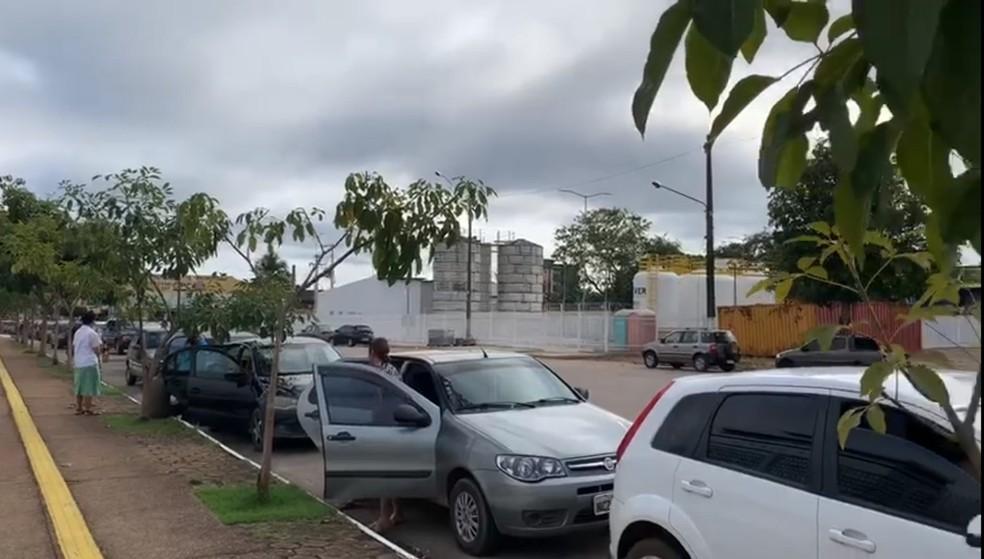 Fila de carros para drive-thru de testagem da Covid-19 em Porto velho — Foto: Secom/Governo de Rondônia