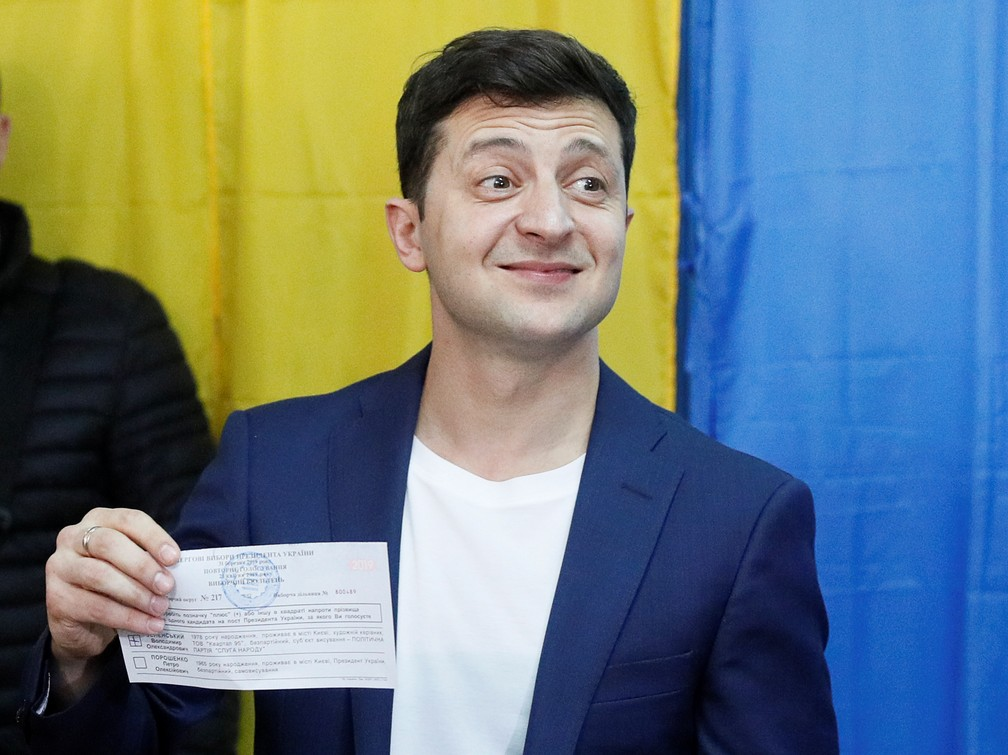 Volodymyr Zelenskiy após votar nas eleições presidenciais da Ucrânia — Foto: REUTERS/Valentyn Ogirenko