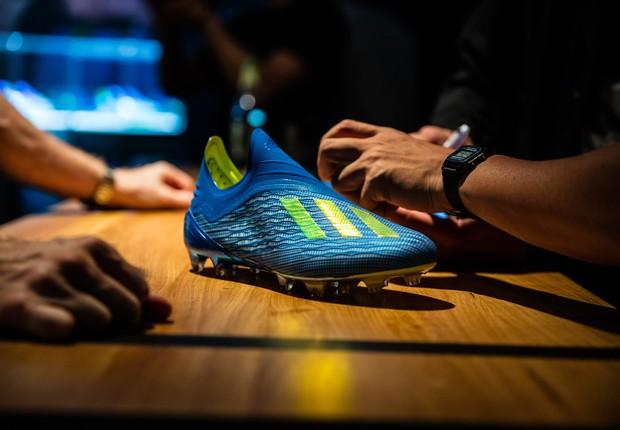 A chuteira X18+ Energy Mode, principal lançamento da Adidas para a Copa do Mundo (Foto: Divulgação/Adidas)