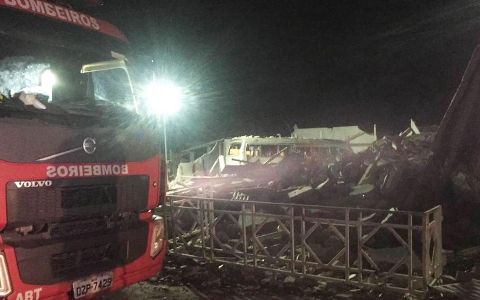Duas pessoas que estavam desaparecidas nos escombros após explosão foram achadas mortas — Foto: Dalton Soares/TV Bahia
