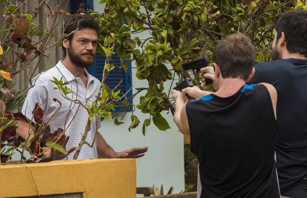Emilio Dantas, o Rubinho, quer rever as cenas que marcaram as viradas da trama: 'Todas as prisões, a festa do Dedé... Tem muita coisa bacana' (Foto: César Alves/Globo)