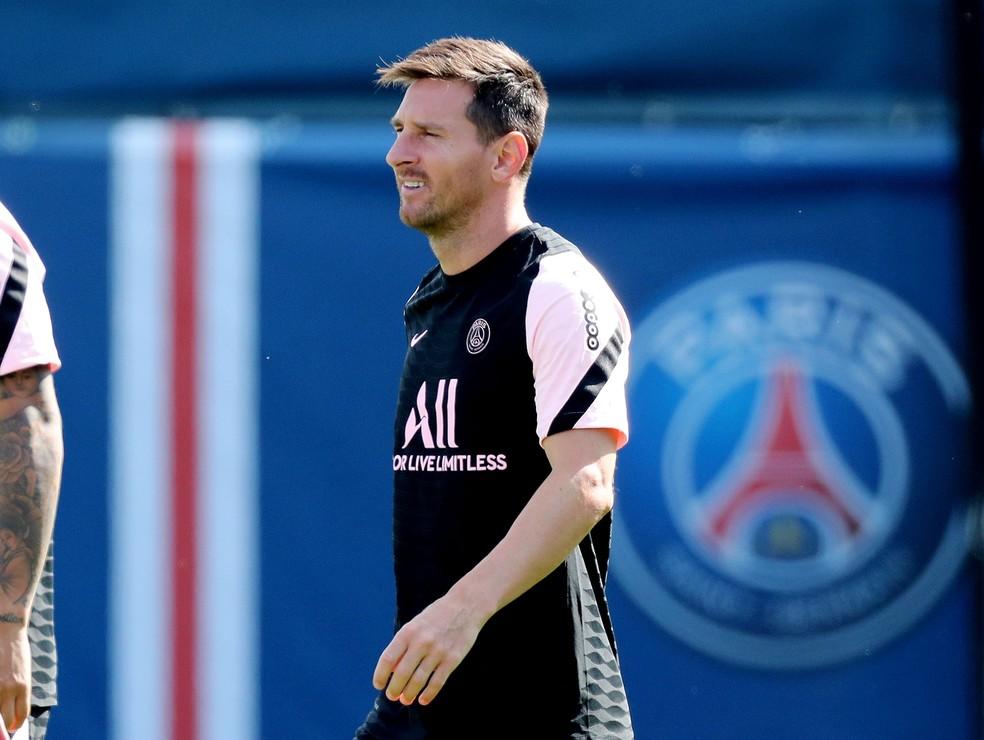Messi chega ao campo de treinamento do PSG — Foto: REUTERS/Pascal Rossignol