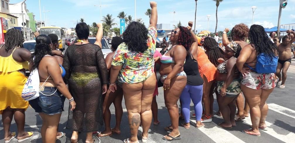 """Desde que o movimento começou, em janeiro de 2016, este é o quinto ato do """"Vai Ter Gorda na Praia"""" em Salvador. — Foto: Arquivo Pessoal"""