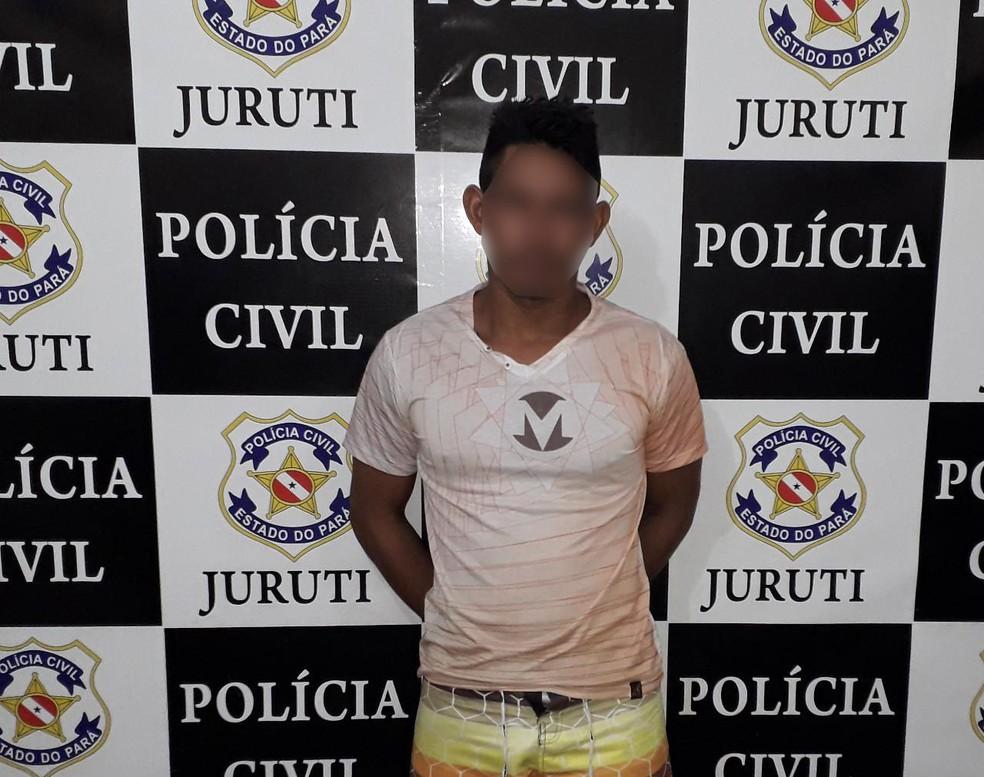 Polícia apreendeu três armas de fogo com Carlisson de Souza em Juruti — Foto: Polícia Civil de Juruti