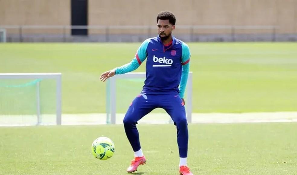 Matheus Fernandes durante treino do Barcelona — Foto: divulgação / FC BARCELONA