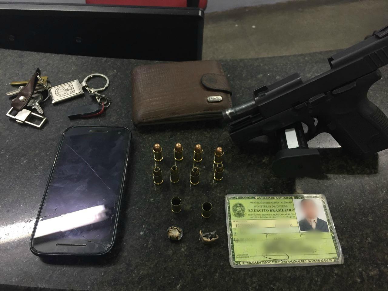 Homem é preso após efetuar disparos de arma de fogo em via pública e ameaçar policiais, em Manaus